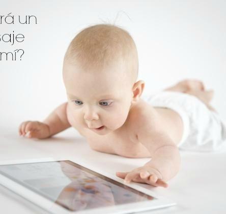 Bebé con tablet